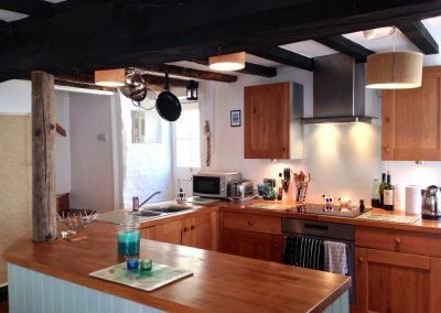 Courtyard Cottage, Topsham - Kitchen