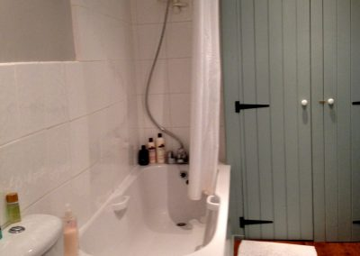 Courtyard Cottage, Topsham - Bathroom